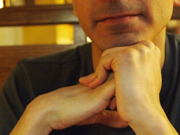 Cracking knuckles (photo credit: Orijinal)