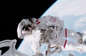 STS_100_Hadfield_EVA